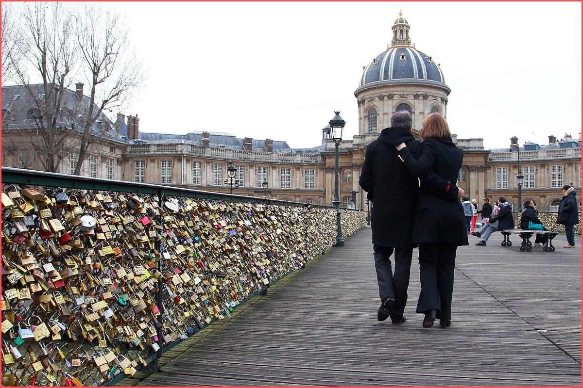 جسر العشاق في باريس