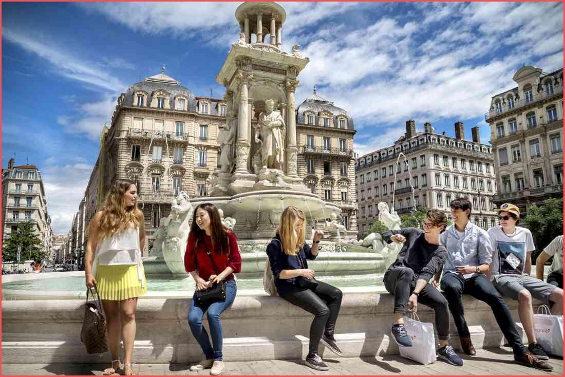 ساحة بلكور من أهم معالم السياحة في فرنسا