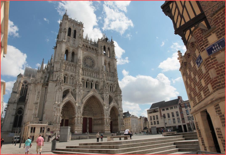 كاتدرائية اميان الفرنسية