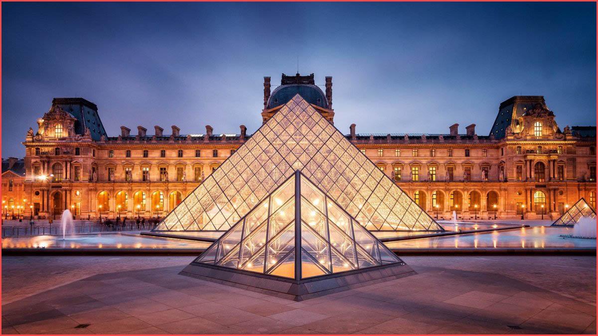 متحف اللوفر في فرنسا