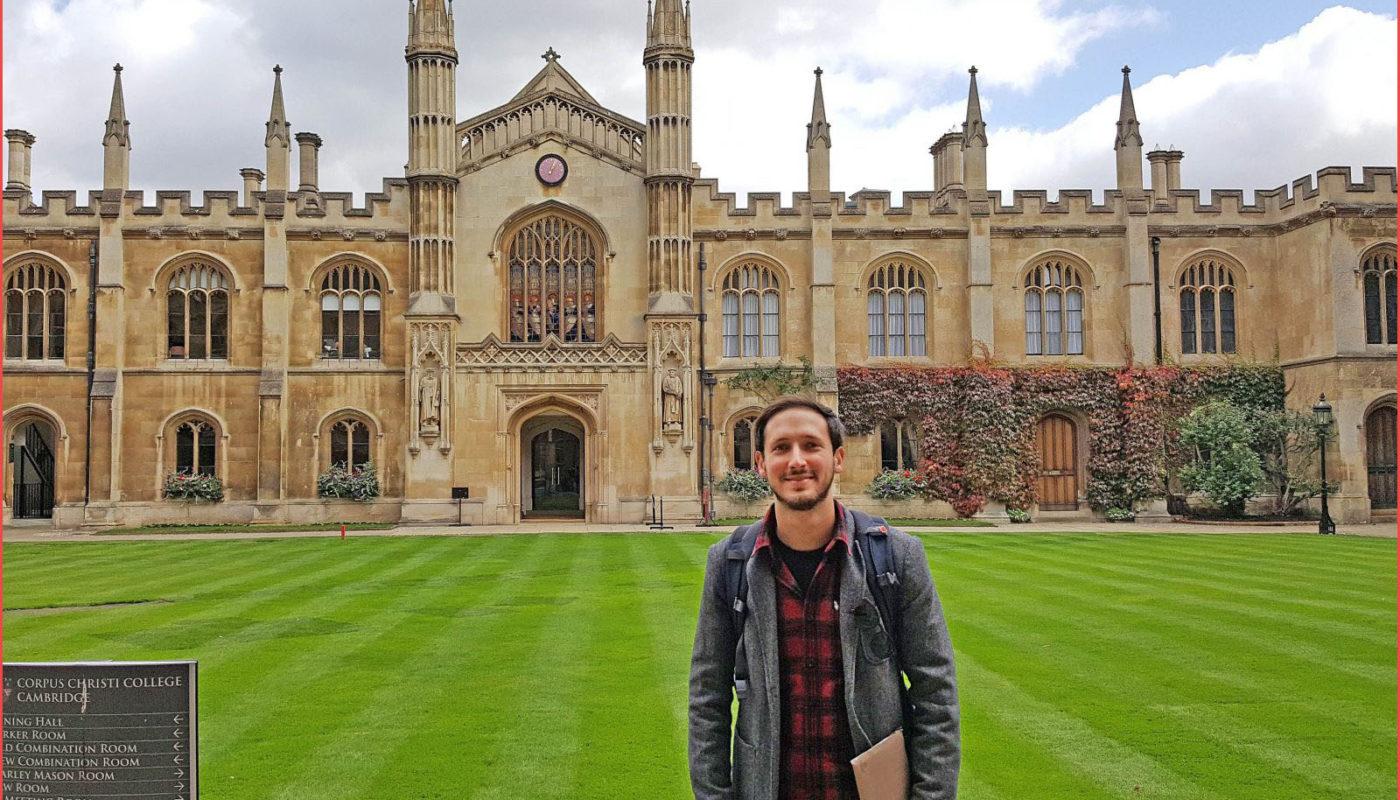لماذ يتلاحق الطلاب على الدراسة في جامعة كامبريدج؟